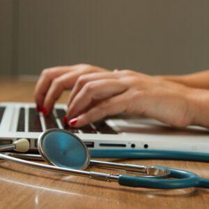 Microsoft Teams y Teladoc Health se integran para la atención virtual en hospitales